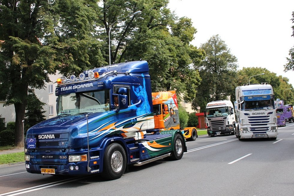 Spanilá jízda trucků Zlínem