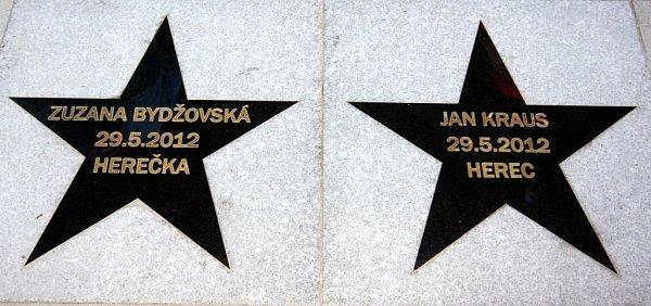 Zlín film festival 2012Odhalení hvězd slávy na chodníku před Velkým kinem.  Zuzana Bydžovská a Jan Kraus