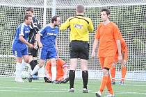 Fotbalisté Pasek (v modrém) porazili v rámci zlínské IV. třídy Kudlov 3:1.
