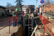 Stavba kanalizace nejdříve přinese komplikace v podobě rozkopaných ulic i omezení dopravy, pak se dostaví zvýšení životního komfortu.