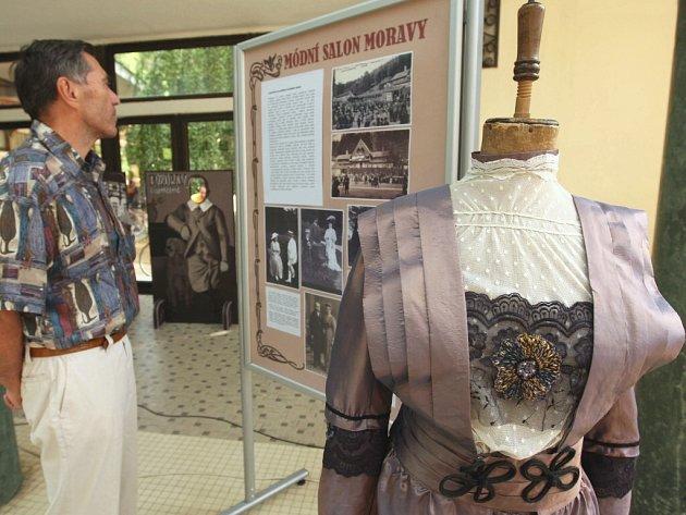 Výstava lázeňské módy v Luhačovicích.