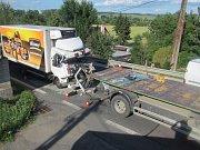 Zraněného řidiče museli hasiči z kabiny havarovaného vozidla vyprostit (3.7.2017) Dopravní nehoda dvou nákladních vozidel u obce Spytihněv na Zlínsku. Na místě zasahovaly dvě jednotky hasičů.