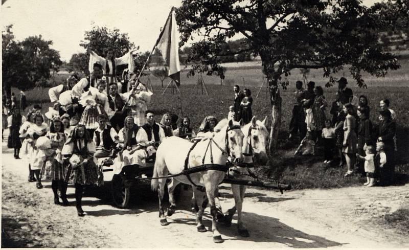 1945. Slavnost znovuodhalení pomníku T. G. Masaryka v červenci 1945.