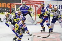 Extraligoví hokejisté Zlína (v modrém) se v 12. kole extraligy střetli s Kometou Brno