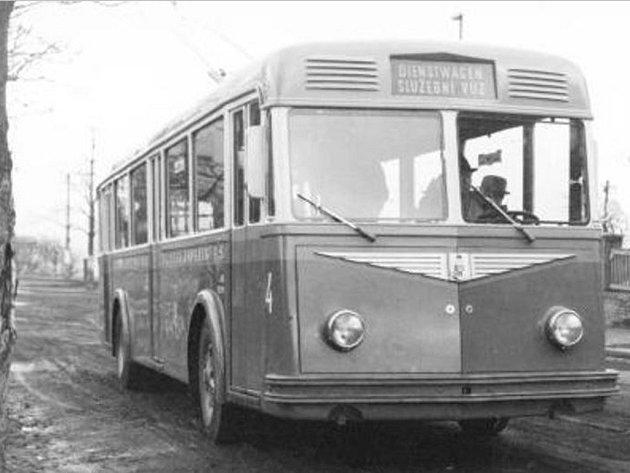 Před předáním trolejbusu typu TBS-WH (FBW/ČKD) do Zlína, proběhl v roce 1944 zkušební provoz tohoto vozu na pražských trolejbusových tratích.