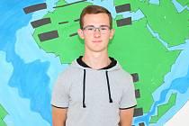 Šestnáctiletý Adam Bilík z Tlumačova ukončil v pátek 30. června 2017 s převzetím vysvědčení tamní základní školu.