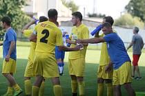 Fotbalisté Napajedel (v bílém) v sobotním 3. hraném kole krajského přeboru doma porazili Nedašov 2:0.