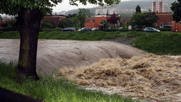Povodňová situace na řece Dřevnice ve zlínských částech Zálešná a Podvesná.