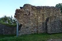 Práce na hradě Lukov.