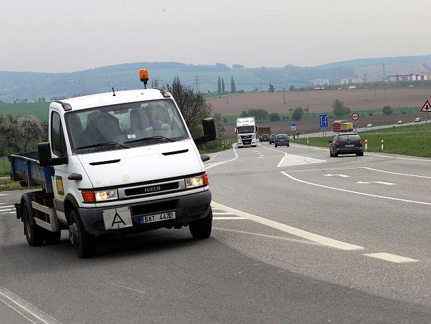 Silnice 55 mezi Tlumačovem a Otrokovicemi u Baťova.