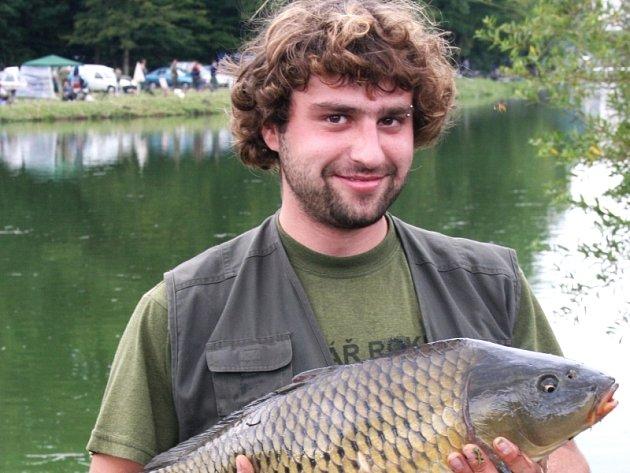 Nedlouho po odstartování rybářských závodů chytil Václav Surý svůj životní úlovek.