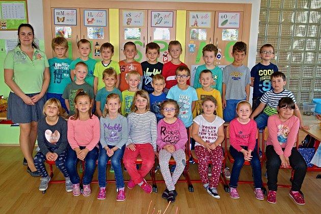 Třída 1.AValašské Klobouky střídní učitelkou Ivou Červenkovou.