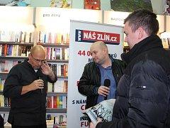 Autogramiádu Zdeňka Pohlreicha si včera nenechaly ujít ve Zlíně desítky lidí