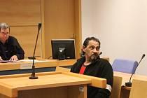 Pokus o vraždu v Tlumačově – obžalovaný Ladislav P. se svou obhájkyní
