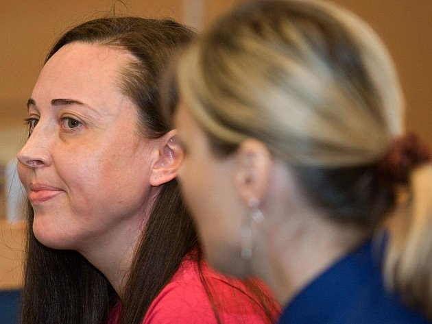 Hana Křeháčková u soudu.