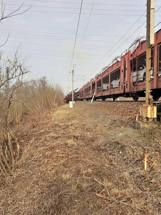 Vykolejené nákladní vlaky u Otrokovic.