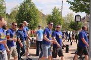 Stovky fanoušků zaplnily okolí vlakového nádraží v Otrokovicích. Všichni mířili do Olomouce na finále Českého poháru
