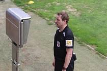 Rozhodčí Milan Matějček se stal po nedělním utkání fotbalistů Zlína s Pardubicemi terčem kritiky.