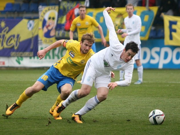 Fotbalisté Zlína (ve žlutém) proti Mladé Boleslavi