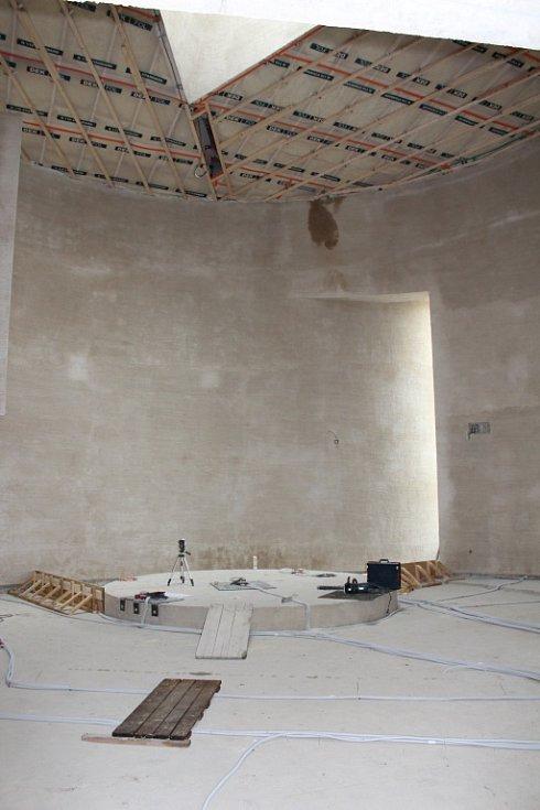 Zhruba za rok budou mít v Sazovicích nový kostel svatého Václava. Nyní je už hotová jeho hrubá stavba.