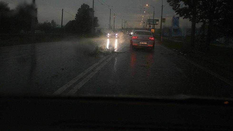 Přívalový déšť v Otrokovicích v sobotu 13. června 2020 v 17.13 hodin.