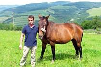František Zvoníček ze Štítné nad Vláří-Popova na Valašskokloboucku chová krávy. Pořídil si také koně a chce provozovat agroturistiku.