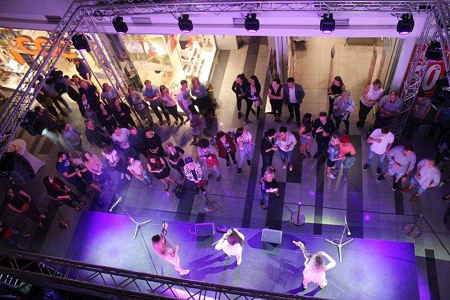 Oslava desátého výročí otevření nákupního centra Zlaté jablko ve Zlíně.