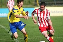 Fotbalisté Zlína B (ve žlutém) prohráli doma S Hulínem 0:1.