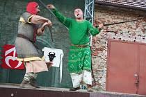 7. ročník festivalu Zkřížené meče, který se konal v areálu firmy WLV pod malenovickým hradem ve Zlíně, letos nabídl ukázky historického šermu a tance v podání desíti skupin z České republiky i ze Slovenska