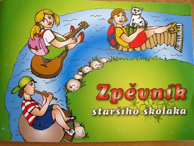 JAK VYPADÁ? Zpěvník obsahuje čtyřicet lidovek převážně z našeho regionu, jsou v něm ale také české, slovenská, romská nebo vietnamská píseň. Ta sklidila u cizinců velký úspěch.