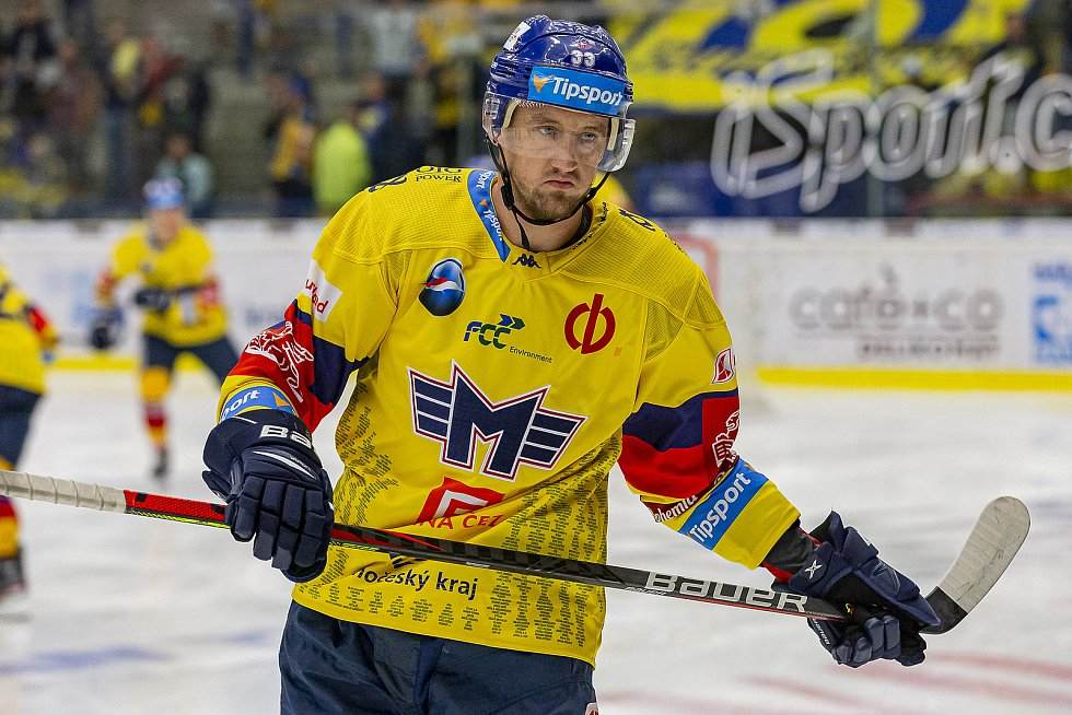 Hokejisté Zlína (v modrých dresech) vyzvali České Budějovice.