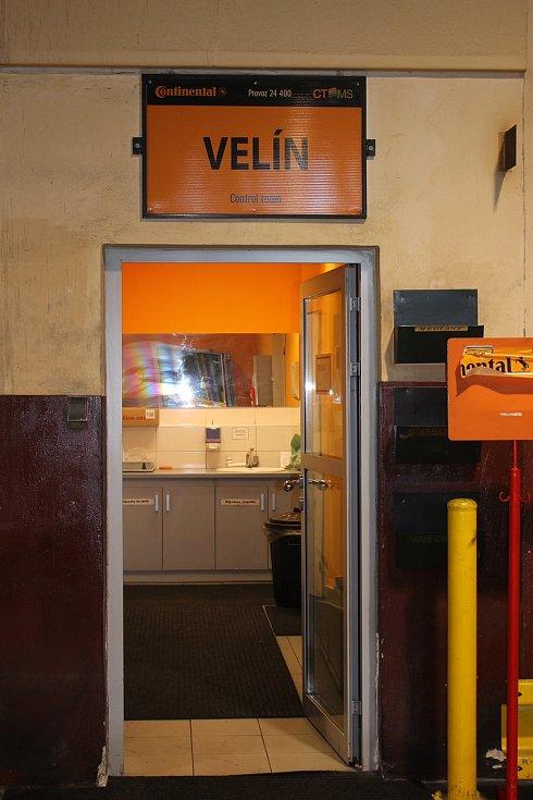 Den otevřených dveří v Continental Barum - V hale míchání směsí. Základní surovinou pro výrobu směsí je kaučuk.