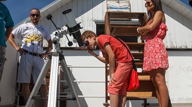 Lidé ve zlínské hvězdárně pozorovali tryskání plazmy na Slunci.