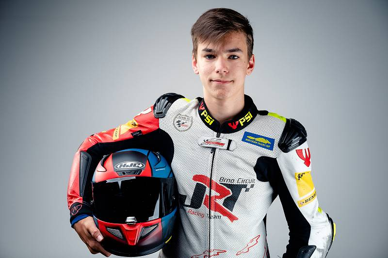 Teprve 15letý student zlínského gymnázia Jakub Gureckýohromuje svět, když ovládl šampionát Northern Talent Cup a pro příští sezonu si zajistil účast v prestižním seriálu Red Bull Rookies Cupu.