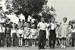 ROK 1963. Letní karneval žáků žlutavské školy.