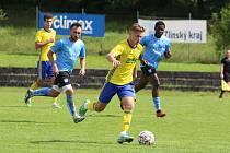 Fotbalisté Zlína B (žluté dresy) v 5. kole MSFL přehráli Znojmo 4:0. Foto: Jan Zahnaš