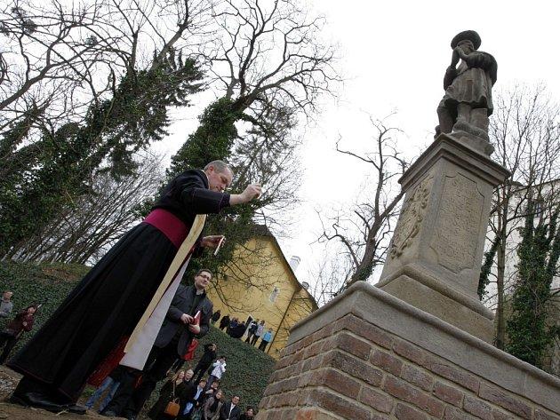 Odhalení zrestaurované sochy sv. Vendelína v Malenovicích pod Hradem.