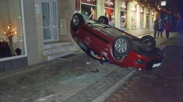 V centru Zlína havaroval oosobní auta zn. Citroen