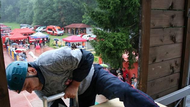 Šedesát hasičů z celé republiky si přijelo v pátek 6. srpna poměřit své síly do hasičské zbrojnice ve Zlíně. Zde se konal již šestý ročník soutěže Zlínská věž.