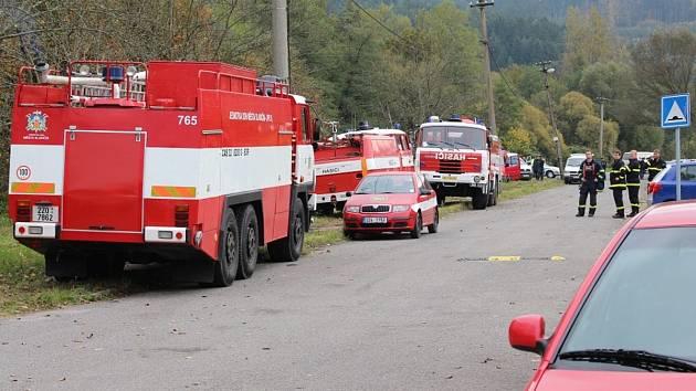 Hasičí zasahují u výbuchu muničních skladů ve Vrběticích, říjen 2014. Ilustrační foto