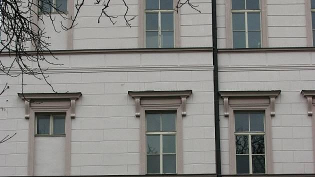 Student holešovského gymnázia se zabil skokem z okna - Zlínský deník 5cf05c9aa7