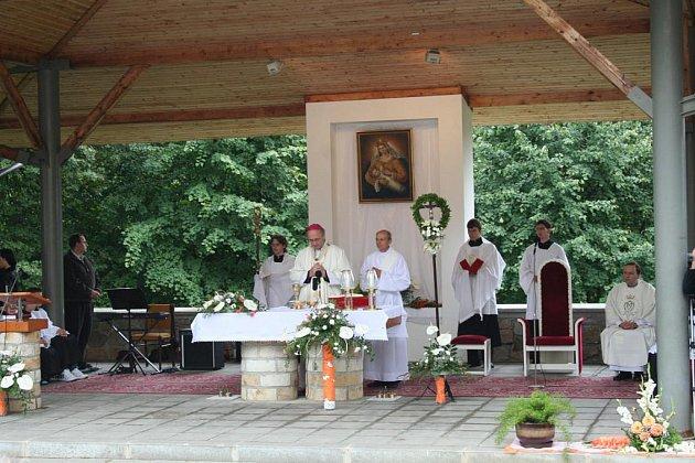 Mše v Provodově za účasti olomouckého arcibiskupa Jana Graubnera