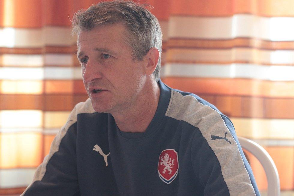 Vicemistr Evropy 1996 Michal Horňák trénuje juniorku Spartu i českou reprezentaci.