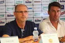Trenér Zlína Bohumil Páník (vlevo) na předsezonní tiskové konferenci.