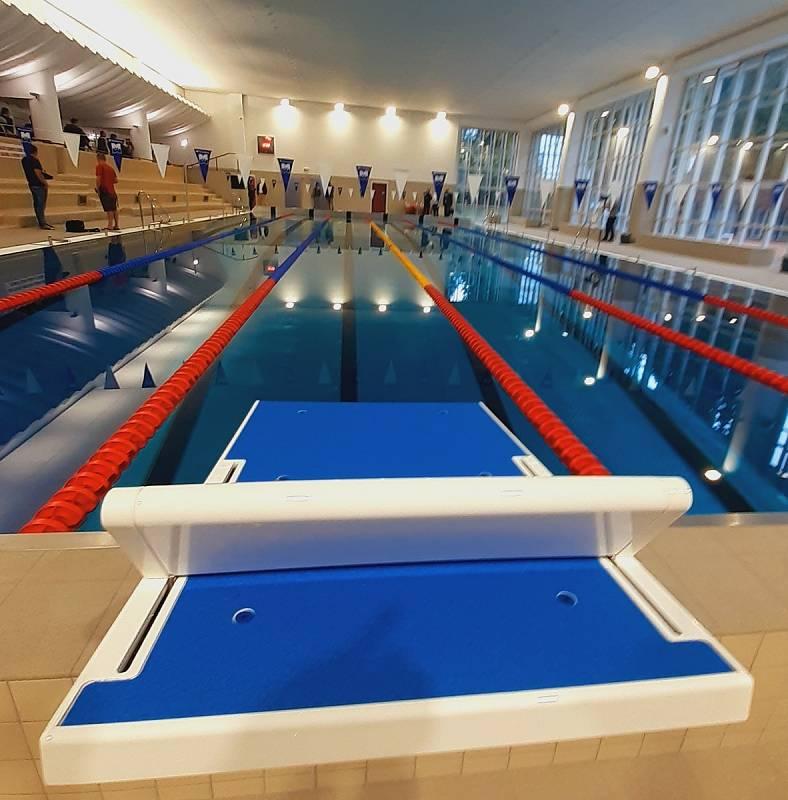 Zrekonstruovaný pětadvacetimetrový plavecký bazén ve Zlíně