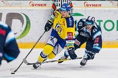Utkání 42. kola Tipsport extraligy ledního hokeje se odehrálo 21. ledna v liberecké Home Credit areně. Utkaly se celky Bílí Tygři Liberec a Aukro Berani Zlín. Na snímku vpravo Jan Ordoš.