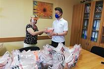 Mateřská škola Otrokovice obdržela darem ochranné štíty.