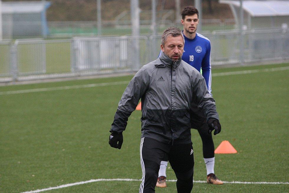 Fotbalisté Zlína po krátké vánoční přestávce v pondělí  zahájili specifickou dvoutýdenní zimní přípravu. Na snímku je asistent David Hubáček.