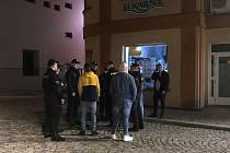 Policisté zkontrolovali téměř 200 mladistvých. Osm z nich bylo pod vlivem alkoholu.
