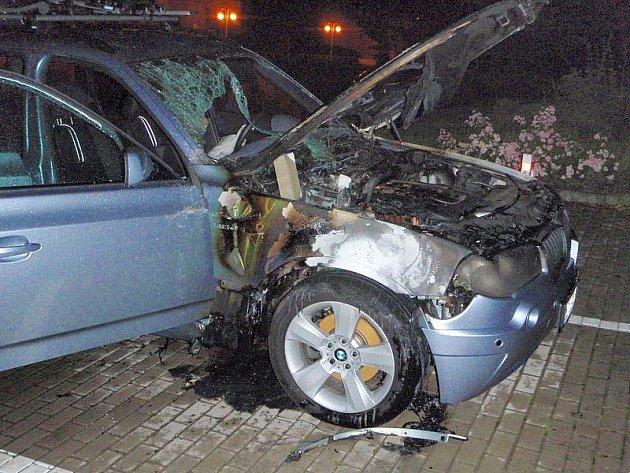Požár BMW v Luhačovicích